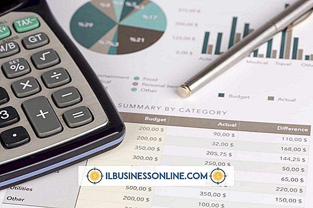 Um plano financeiro vs.  um orçamento de fluxo de caixa pró-forma