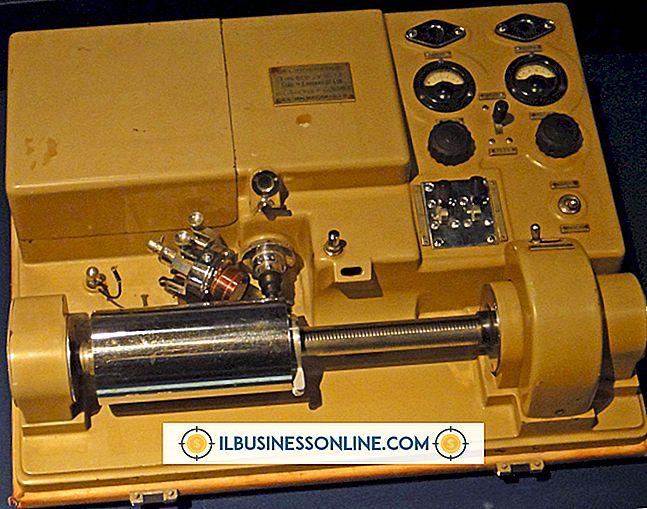 범주 비즈니스 기술 및 고객 지원: 케이블을 통해 작동하는 팩스 기계